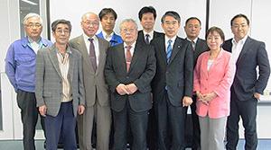 R-netのメンバー社(左から5人目が上田勲代表)