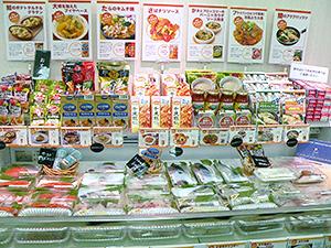 メニューパネルや加工食品との関連販売で訴求力を強化。魚は食べやすく加工済み