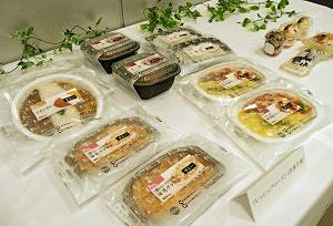 冷凍メニューを売り込む弁当・惣菜・デザートの新ブランド「フレッシュフローズン」の見本商品