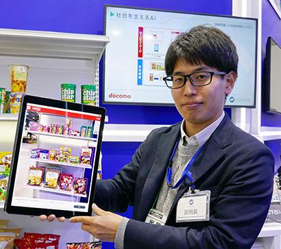 食品判定アプリを紹介するNTTドコモの小島誠也氏。