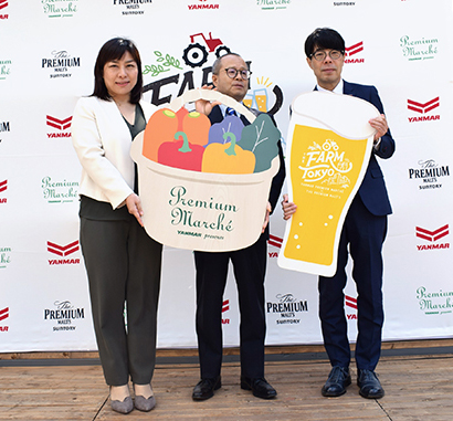 右から和田龍夫サントリービールマーケティング本部長、小林直樹ヤンマー専務取締役、三木依子ヤンマー食事業推進室企画グループ課長