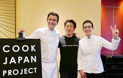 (左から)オープニング発表会に出席したヤニック・アレノ氏、下山雄司代表、レストラン・サンパウのカルメ・ルスカイェーダ氏