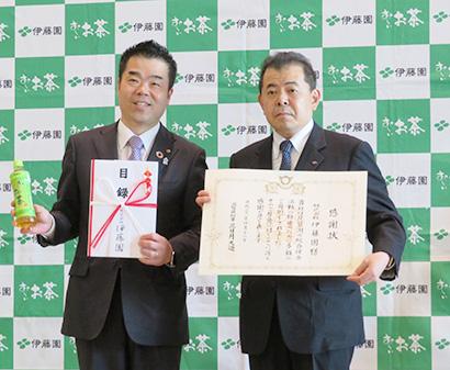 三日月大造知事(左)と本庄周介副社長
