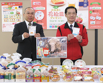 安井秀樹商品開発本部長(左)と信田紀生常務