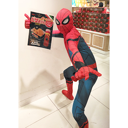 東京駅店に登場した「スパイダーマン」