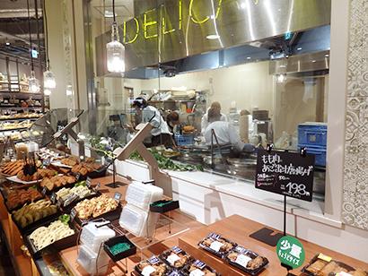 1階では出来たてのデリカをアピール(阪急オアシス福島ふくまる通り57店)