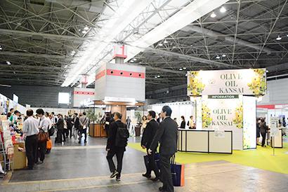 ビジネスチャンスを求め日本、中国などが出展