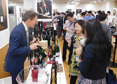 アルカン、総合展示会で海外ワイン170品超を披露 多彩な高級食材も