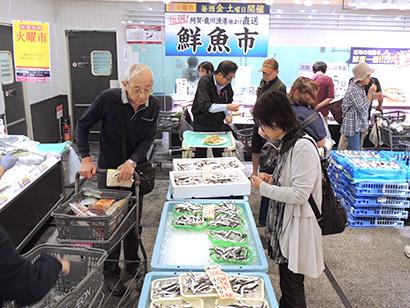 広島県内イオン7店舗、夏の味覚アピール 小いわしなど販売