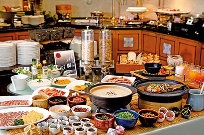 「朝ごはんフェスティバル」出品メニューも並ぶ朝食ビュッフェ