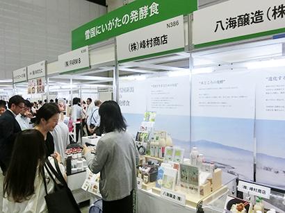 12~13日にパシフィコ横浜で三井食品が開催した展示会の「日本元気紀行」ブースに県として出展