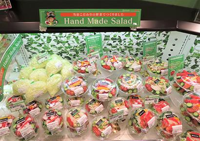 青果部門でインストア加工するサラダ