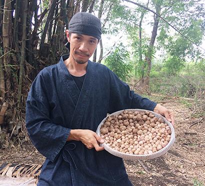 海外日本食 成功の分水嶺(79)黒ニンニク製造販売ペロン・ヤスさん〈上〉