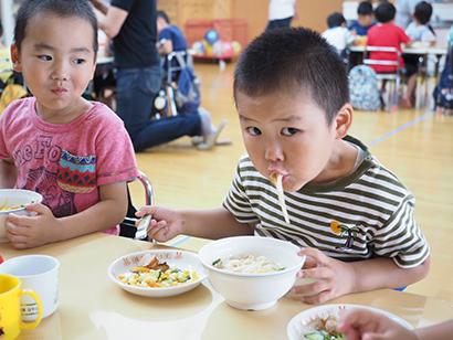 玉垣製麺所、七夕にそうめん寄贈 地元保育園など22施設へ