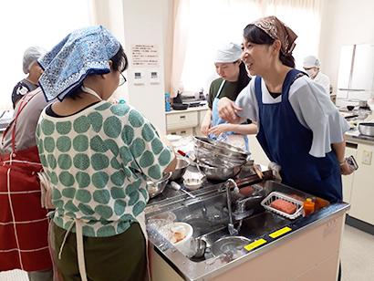 ビーフン特集:学校栄養士講習会 給食に最適、作り方のコツ学ぶ