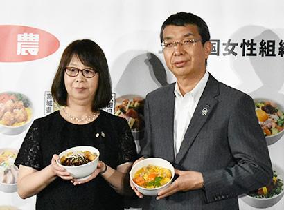加藤和奈JA全国女性組織協議会会長(左)と野口栄JA全農代表理事専務