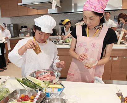 長野興農、親子なめ茸ツアー開催 アレンジ料理に挑む