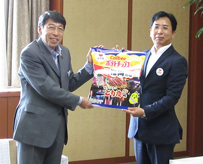 カルビー、「ポテトチップス とり皮味」を限定発売 福岡県と共同開発