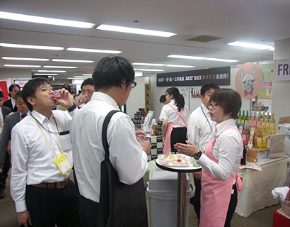 近畿中四国卸売流通特集:近畿大手卸展示会=三井食品 魅力的なオリジナル品
