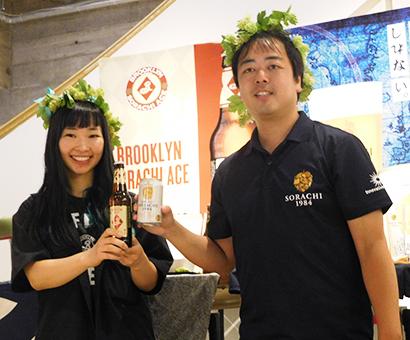 サッポロビールの新井健司氏(右)とキリンビールの尹惠禎氏