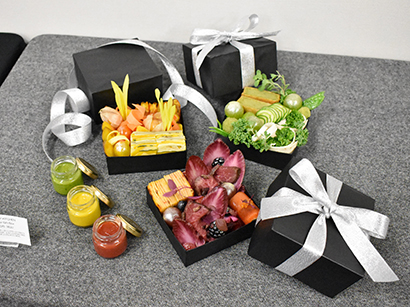 渋谷ヒカリエ、クリスマスケーキ&デリ・オードブルを発表