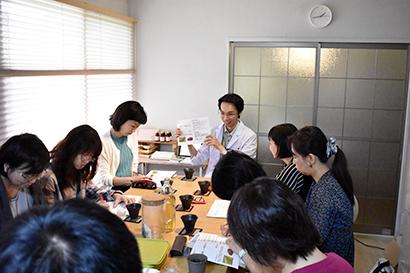 国際薬膳師・原田智子氏がワークショップ 「大和当帰」使いスパイス作り