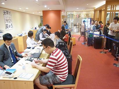 近畿中四国小売流通特集:関西地区百貨店動向=インバウンド需要、引き続き旺盛