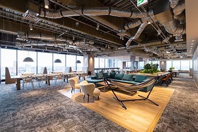 """トリドールHD、""""先進的""""な新オフィス公開 生産性向上の仕掛けを随所に"""