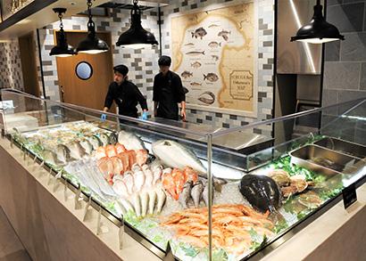 水産卸の調達力で展開するメルカドサマサの鮮魚