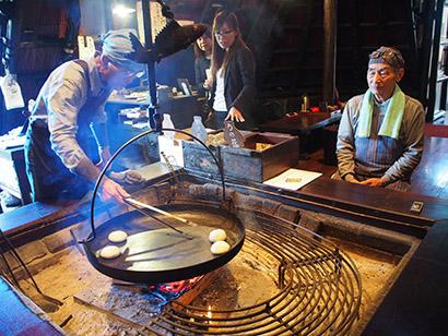 小川の庄おやき村、高齢者雇用で所得向上 「縄文おやき」が一助