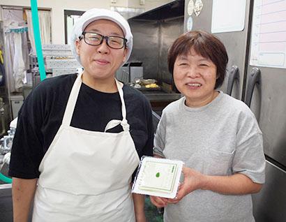 伊藤玲子氏(右)と従業員の池田伶奈氏