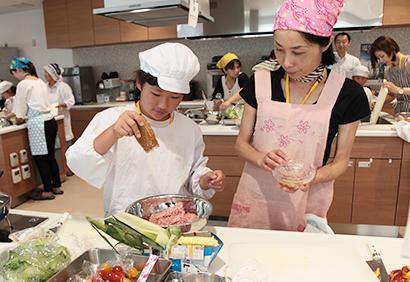 用途拡大と新世代ユーザーの開拓が課題(長野興農の親子料理教室、8月長野市)