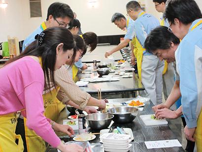 日本製缶協会、缶詰料理教室を開催 3品作り試食・評価