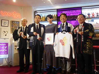 4社の社長とのん(中央)。(1日の本格焼酎3社×BEAMS JAPAN「焼酎のススメ。」発表会)