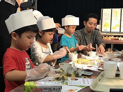 """関西味噌PR委員会、親子味噌教室を開催 """"みそまる""""作りも体験"""