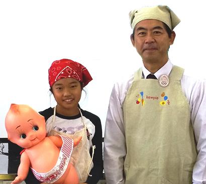 キユーピー、出前授業「マヨネーズ教室」10万人達成 浦賀小学校へ記念品贈呈