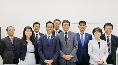 超党派の議員80人が参加する国連WFP国会議員連盟(左から4人目が高野光二郎会長)