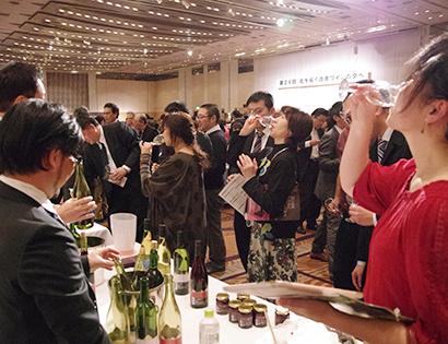 道産ワイン懇談会主催の「北を拓く道産ワインの夕べ」。毎年800人を超えるワインファンが集う