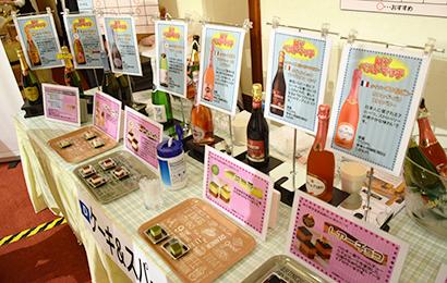 酒類卸の展示会では、スイーツとコラボしたスパークリングワインの飲み方提案が注目