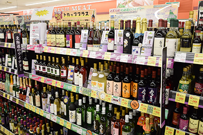 札幌市内スーパーのワイン売場