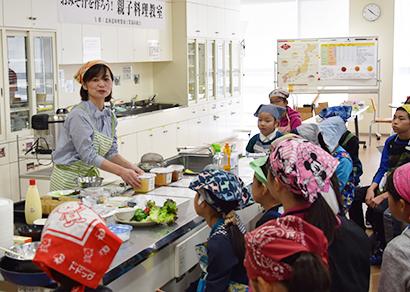 北海道味噌醤油工業協同組合、親子料理教室開く 味噌を楽しく学ぶ
