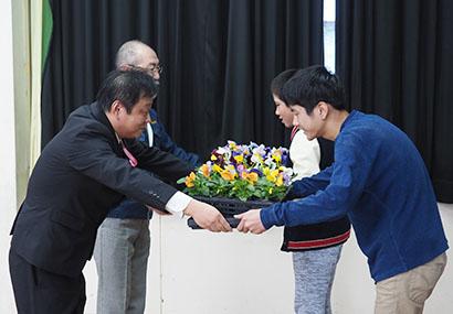 ブルボン、「花の輪運動」に協賛 工場隣接小学校100校へ苗など贈呈