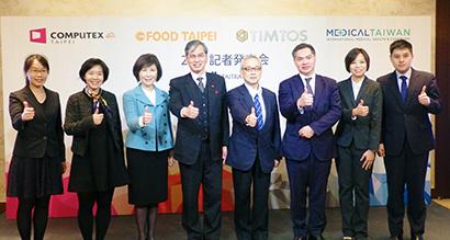 4大展示会が合同で会見(左から4人目が陳英顕所長)