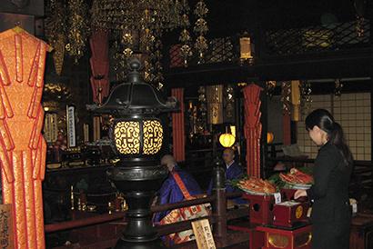 中部外食産業特集:札幌かに本家、「かに供養」開催 本格シーズンに臨む