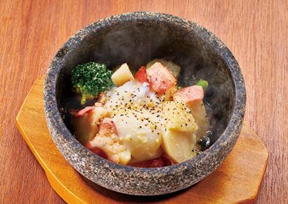 「石焼ポテトサラダ」 580円(税抜き) 日販20~50食の人気ぶり