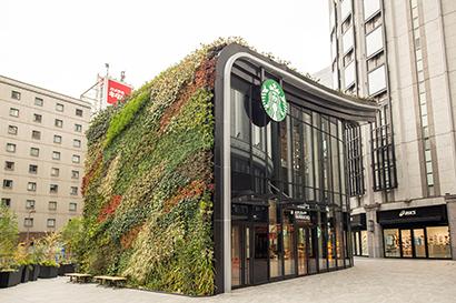 スターバックス、「LINKS UMEDA2階店」開店 梅田のど真ん中に森を