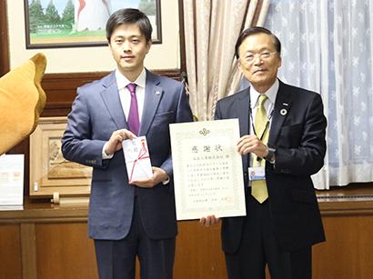 フクシマガリレイ、子ども食堂に業務用冷蔵庫50台寄贈 大阪府知事から表彰