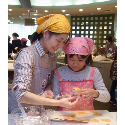 フジッコ、「黒豆おせち作り体験」開催 24人の親子が参加