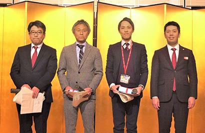 金田陽介社長(右端)と表彰会員3社の各担当者