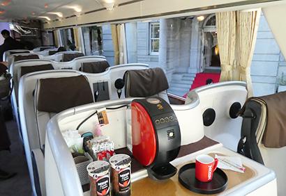 ゆったり「優雅な通勤バス」の内部、「バリスタ」専用「エクセラ」も9月から新発売した